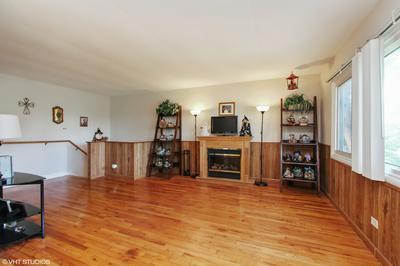 640 NORTHVIEW LN, Hoffman Estates, IL 60169 - Photo 2