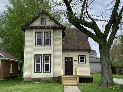 208 E LIVINGSTON ST, Pontiac, IL 61764 - Photo 1