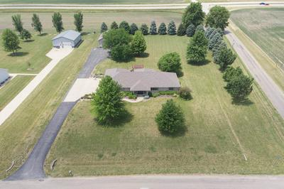 3446 COUNTRY MEADOW LN, Heyworth, IL 61745 - Photo 2