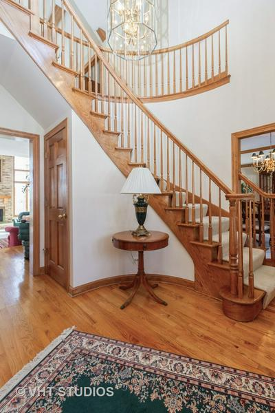 1075 ASTER LN, West Chicago, IL 60185 - Photo 2