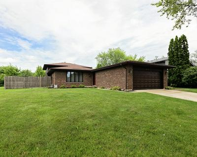 2642 BREWER LN, Woodridge, IL 60517 - Photo 2