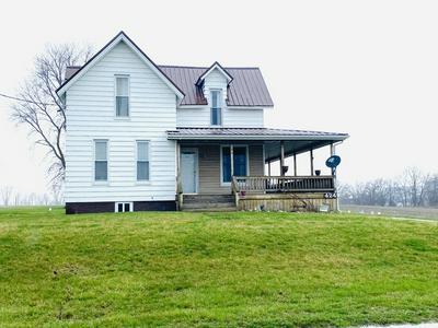 424 W THOMPSON AVE, HOOPESTON, IL 60942 - Photo 1
