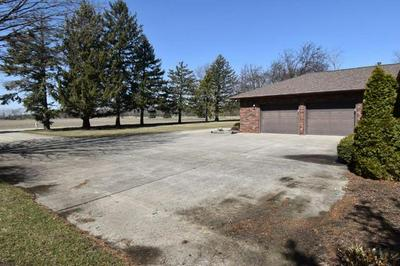 200 S WESTVIEW DR, PONTIAC, IL 61764 - Photo 2