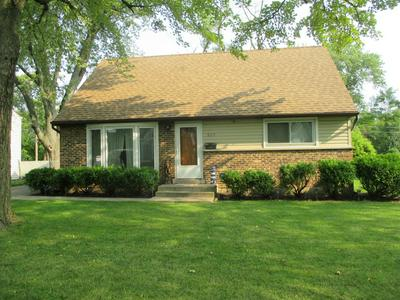 825 W GREEN ST, Bensenville, IL 60106 - Photo 1