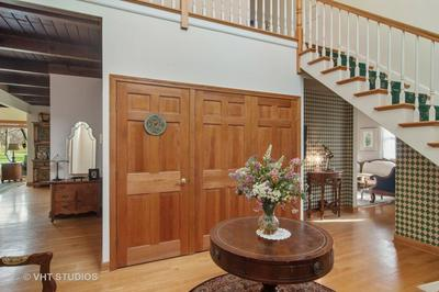 917 N FORREST AVE, ARLINGTON HEIGHTS, IL 60004 - Photo 2