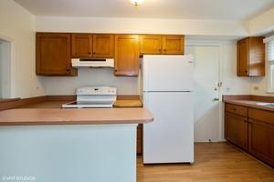 224 WASHINGTON SQ APT B, Elk Grove Village, IL 60007 - Photo 2