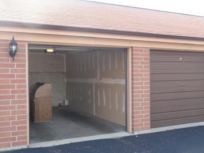 105 W SAINT CHARLES RD APT 202, Lombard, IL 60148 - Photo 2