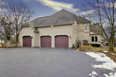 620 MASLAND CT, NORTH BARRINGTON, IL 60010 - Photo 2