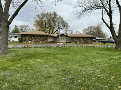 110 W WILLOW ST, Fairbury, IL 61739 - Photo 2