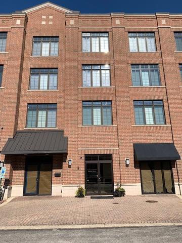 105 W SAINT CHARLES RD APT 202, Lombard, IL 60148 - Photo 1