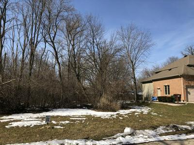 8740 SHADE TREE CIR, VILLAGE OF LAKEWOOD, IL 60014 - Photo 2
