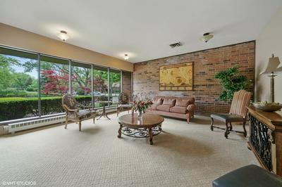 201 LAKE HINSDALE DR APT 104, Willowbrook, IL 60527 - Photo 2
