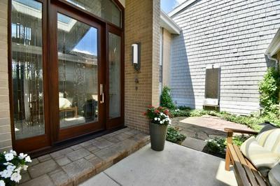 156 BRIARWOOD N, Oak Brook, IL 60523 - Photo 2
