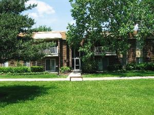 1515 E CHURCHILL DR APT 206, Palatine, IL 60074 - Photo 1