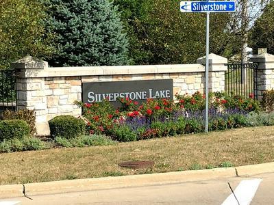 809 SILVERSTONE DR # 809, Carpentersville, IL 60110 - Photo 2