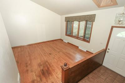 1009 N SCHOENBECK RD, Prospect Heights, IL 60070 - Photo 2