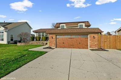 1054 WARWICK CIR N, Hoffman Estates, IL 60169 - Photo 2