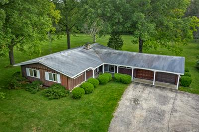 34W063 COUNTRY CLUB RD, St. Charles, IL 60174 - Photo 2