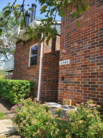 2342 S GOEBBERT RD APT 2077, Arlington Heights, IL 60005 - Photo 1
