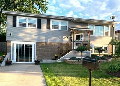 8921 W MAPLE LN, Hickory Hills, IL 60457 - Photo 2