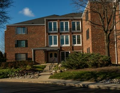 520 BIESTERFIELD RD APT 223D, Elk Grove Village, IL 60007 - Photo 1