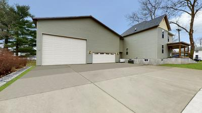401 E WALNUT ST, Fairbury, IL 61739 - Photo 2