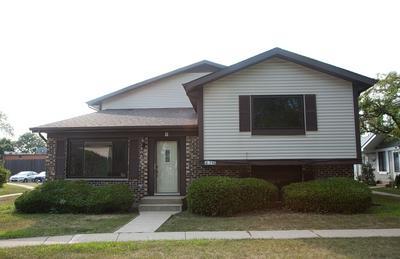 2S746 WINCHESTER CIR W UNIT 1, Warrenville, IL 60555 - Photo 1