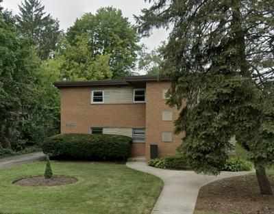 5152 FAIRVIEW AVE APT 8, DOWNERS GROVE, IL 60515 - Photo 1