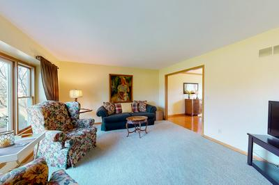 1712 STERLING DR, SYCAMORE, IL 60178 - Photo 2