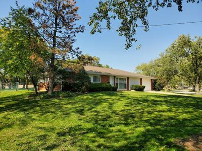 300 WESTVIEW ST, Hoffman Estates, IL 60169 - Photo 2