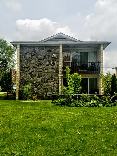 1221 N LA GRANGE RD APT 1R, La Grange Park, IL 60526 - Photo 1