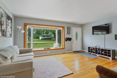821 SUNNYSIDE RD, Roselle, IL 60172 - Photo 2