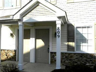 809 SILVERSTONE DR # 809, Carpentersville, IL 60110 - Photo 1
