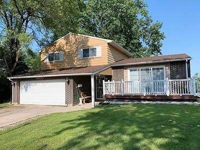 8825 ROBIN CT, Hickory Hills, IL 60457 - Photo 1