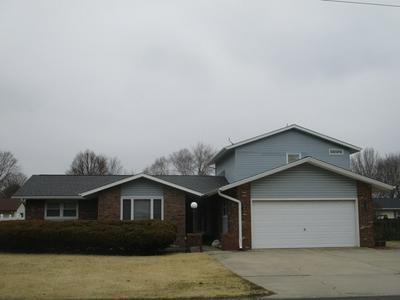 806 E NORTHLINE RD, Tuscola, IL 61953 - Photo 1
