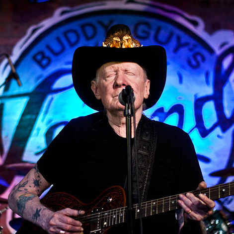 Johnny Winter, playing at Legends