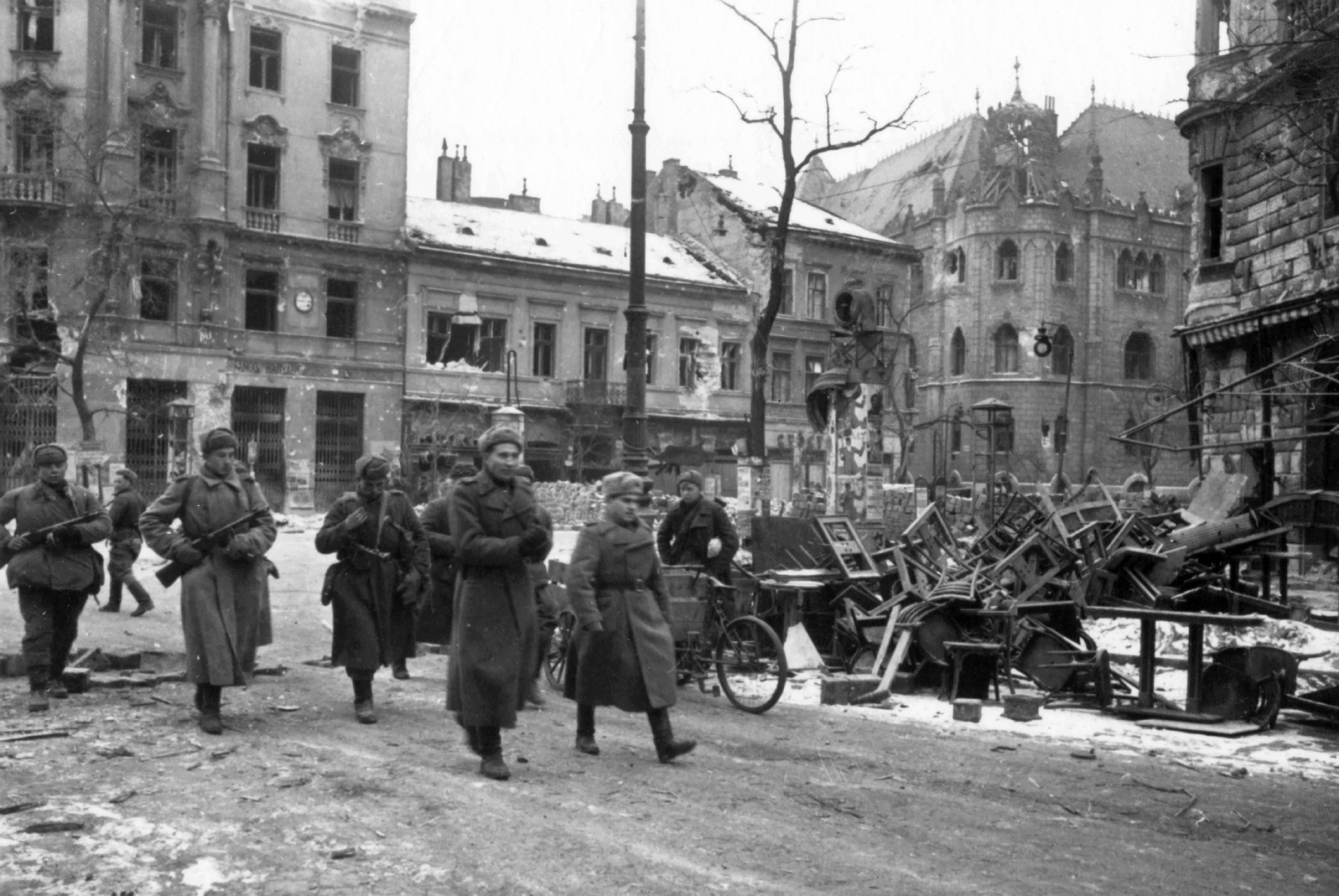 Soviet soldiers in Budapest