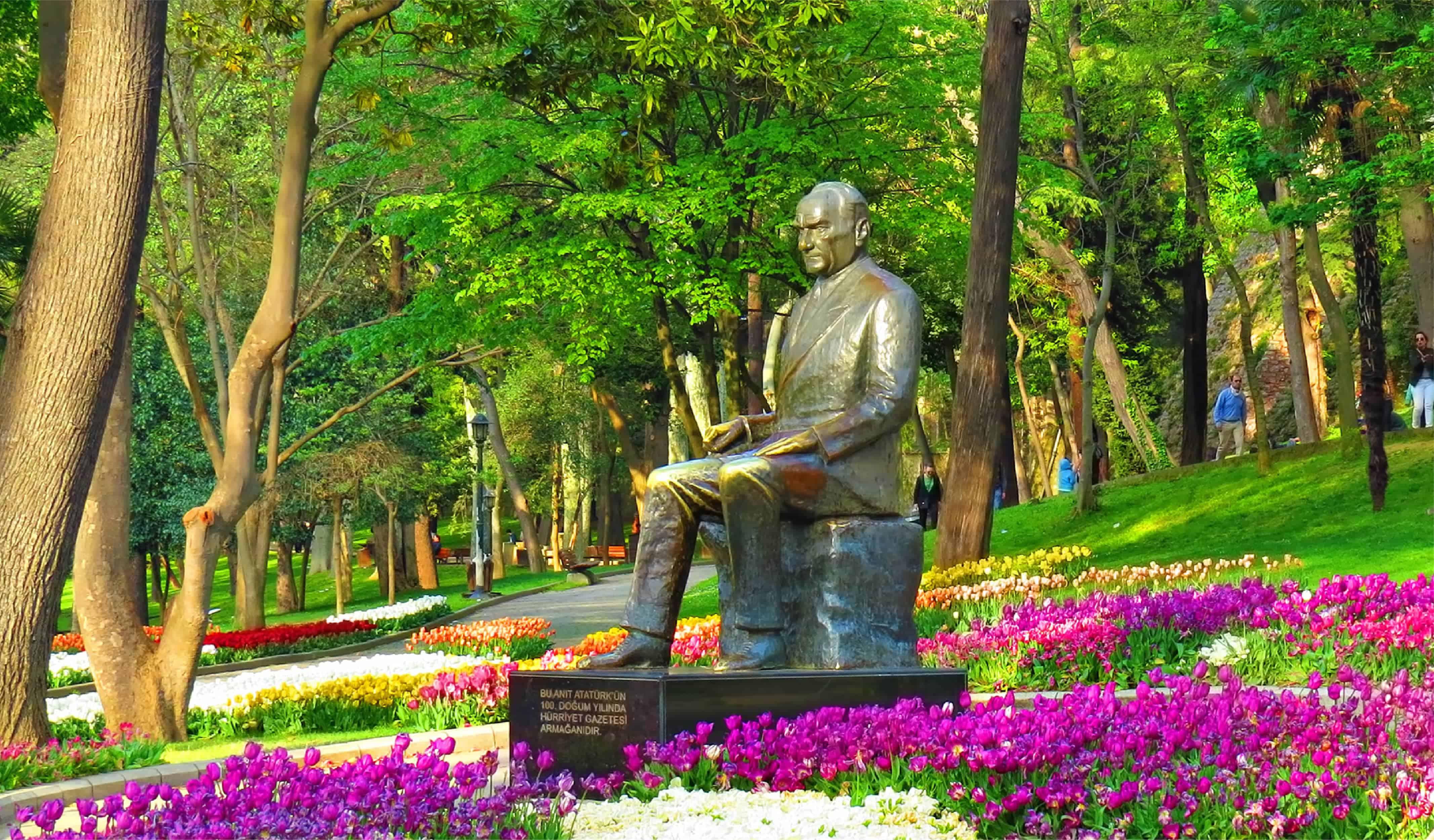 Ataturk statue in Gulhane Park