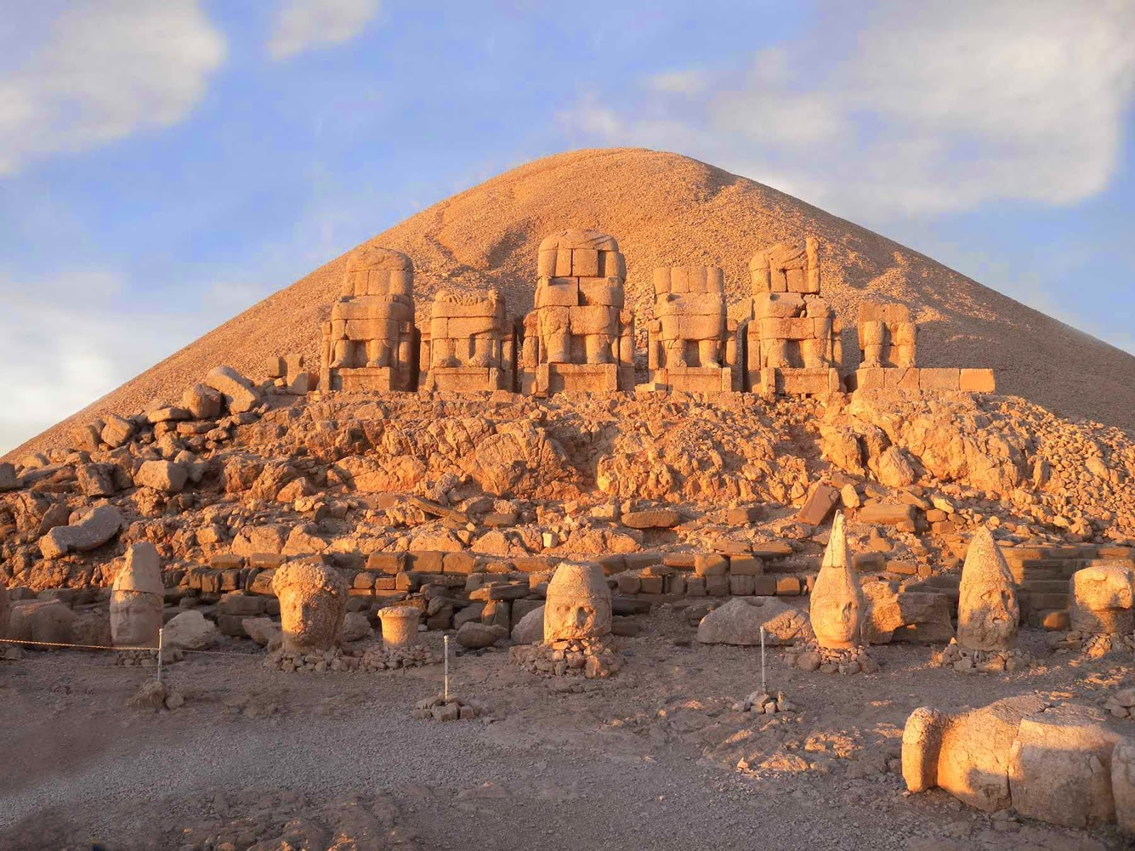 Tumulus and stonehead statues at the Mount Nemrut
