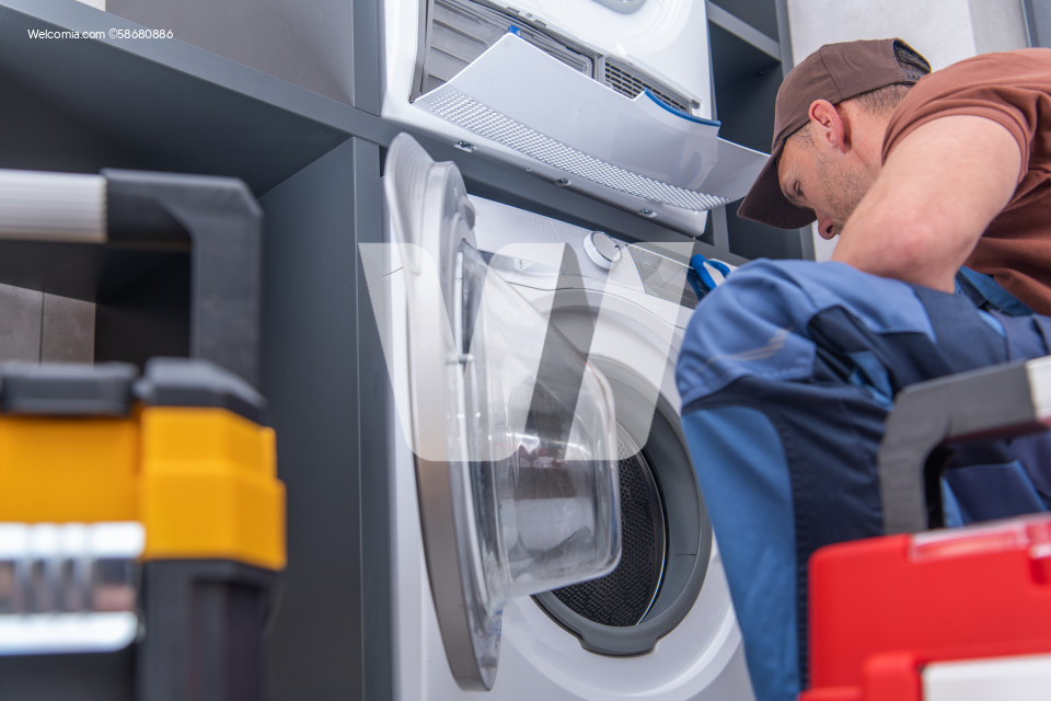 Broken Washing Machine and Problem Fixing by Technician