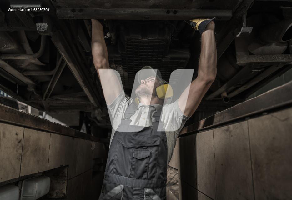 Commercial Coach Bus Automotive Mechanic