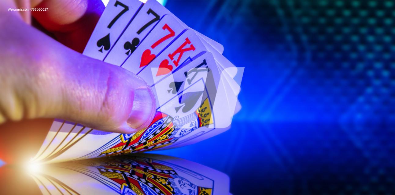 Kings and Seven Full House Poker Game