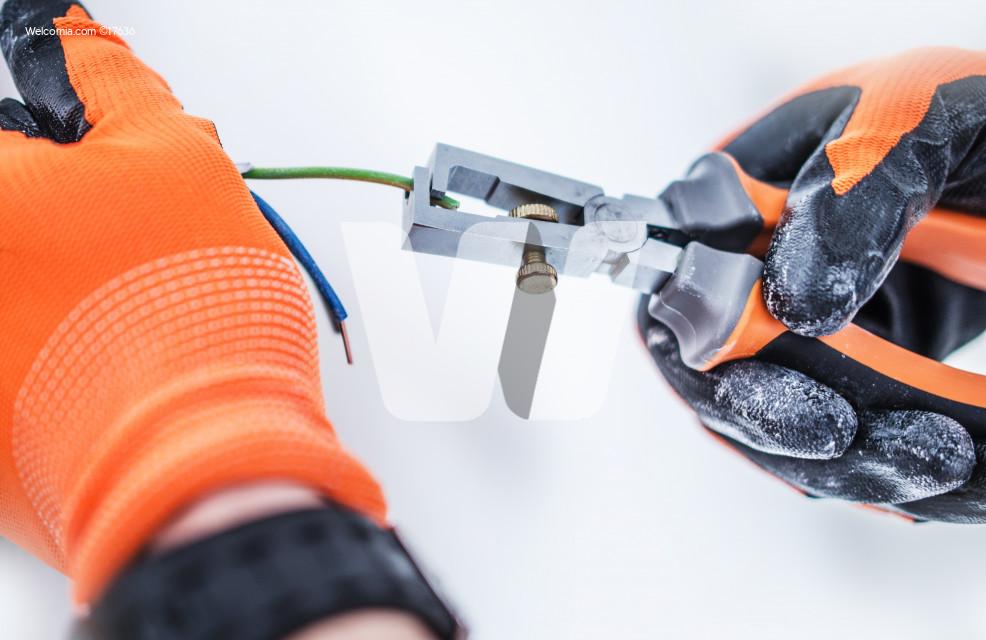 Preparing Electric Cables