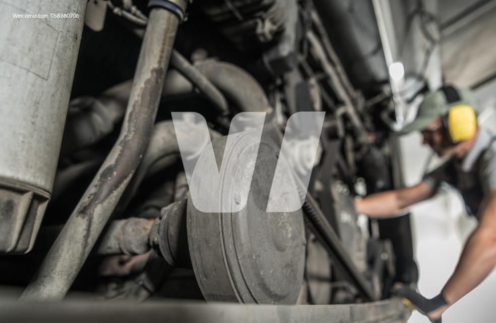 RV Coach Bus Diesel Pusher Engine Repair and Maintenance