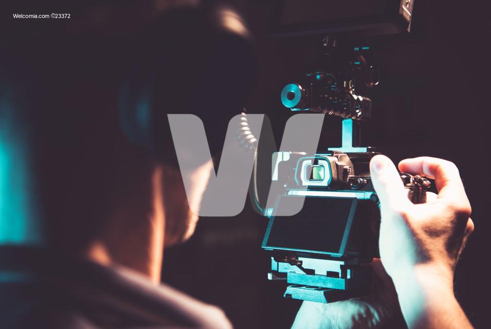 Taking Handheld Film Shots Using DSLR Camera