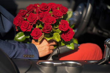Dating Men with Re Roses