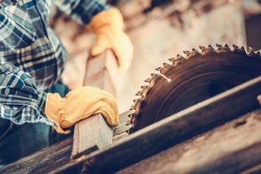 Carpenter Wood Cut Job