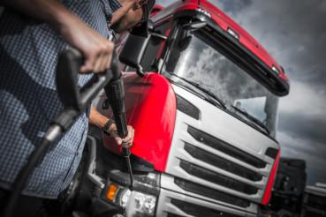 Detailer Truck Washing
