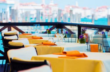 Elegant Restaurant Dinning