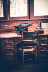 Ghostwriter Desk
